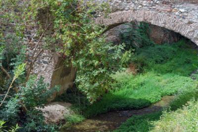 20130627180902-arch-bridge-rio-darro-granada-spain.jpg